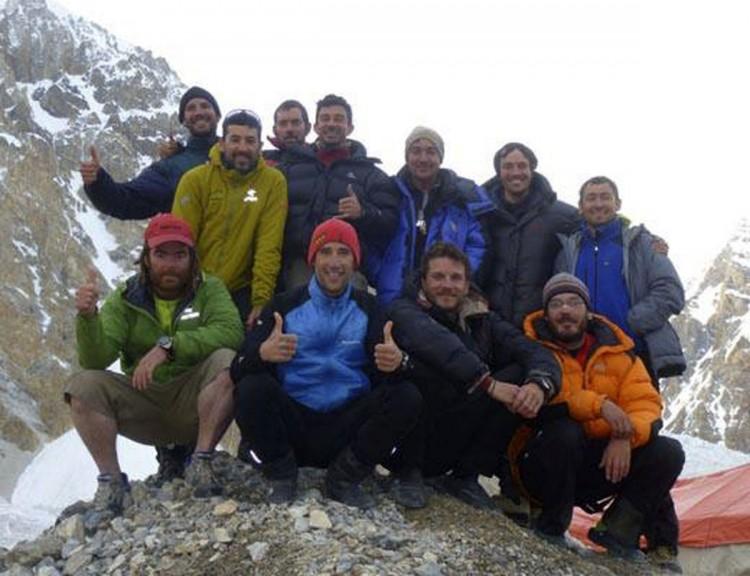 El equipo de rescate de los alpinistas espa oles espera - Tiempo en pakistan ...