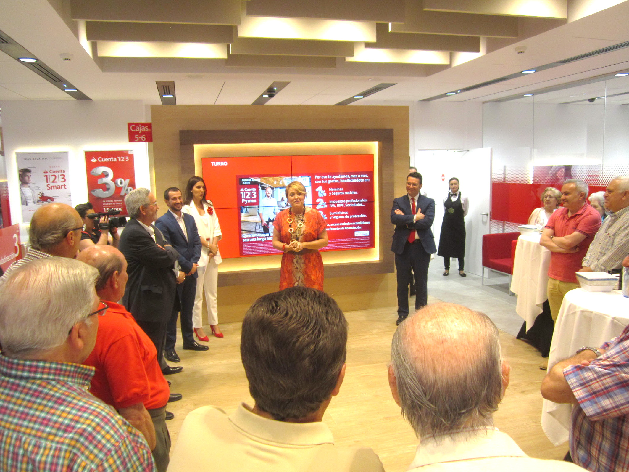 Banco santander inaugura su oficina smart red en for Banco santander oficinas