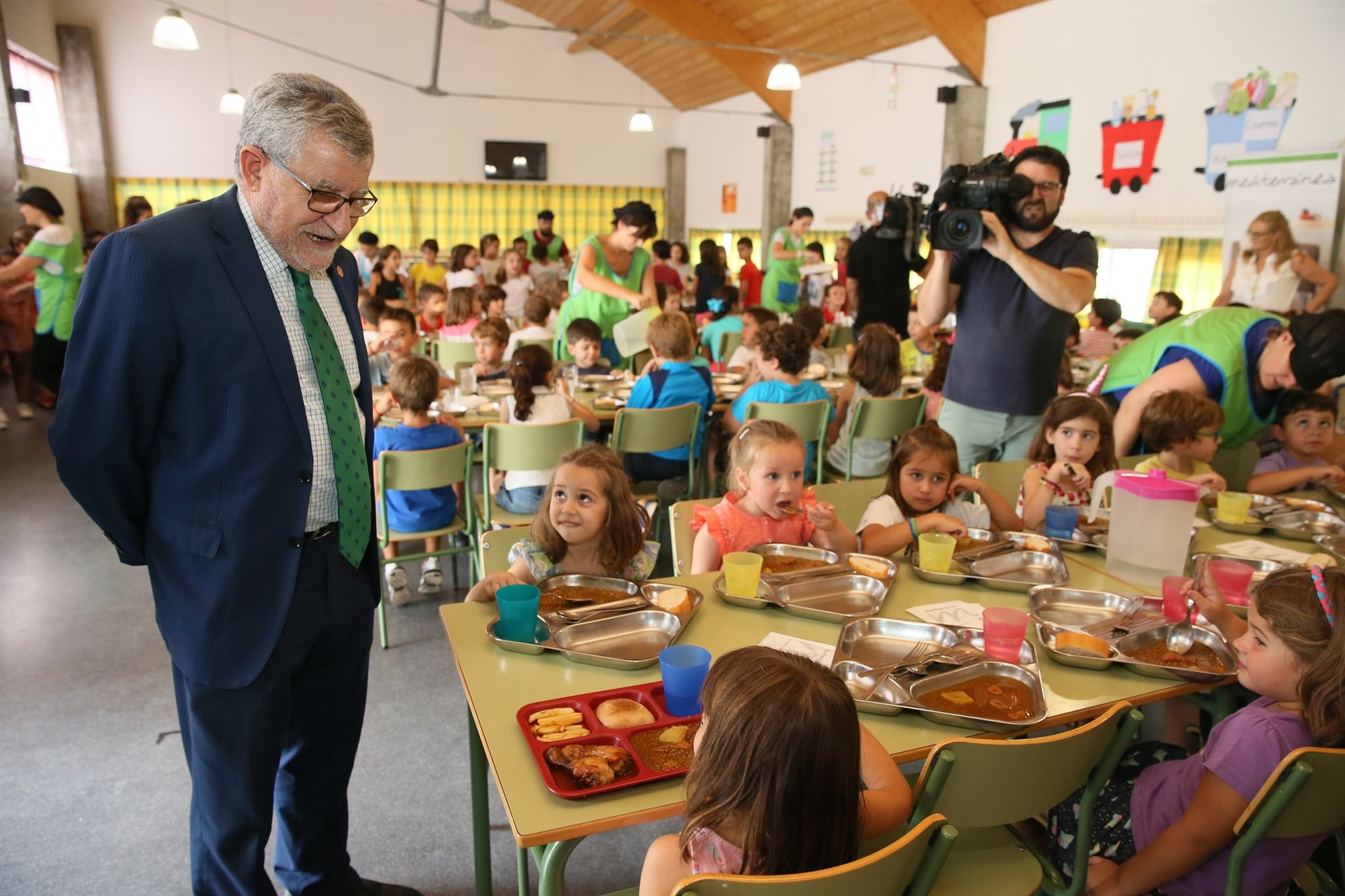 Castilla la mancha concede este curso escolar m s de 17 for Ayudas para comedor escolar
