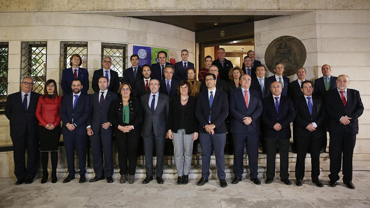 Los miembros del nuevo pleno de la Cámara de Comercio con las autoridades    J. 78f029a91a8