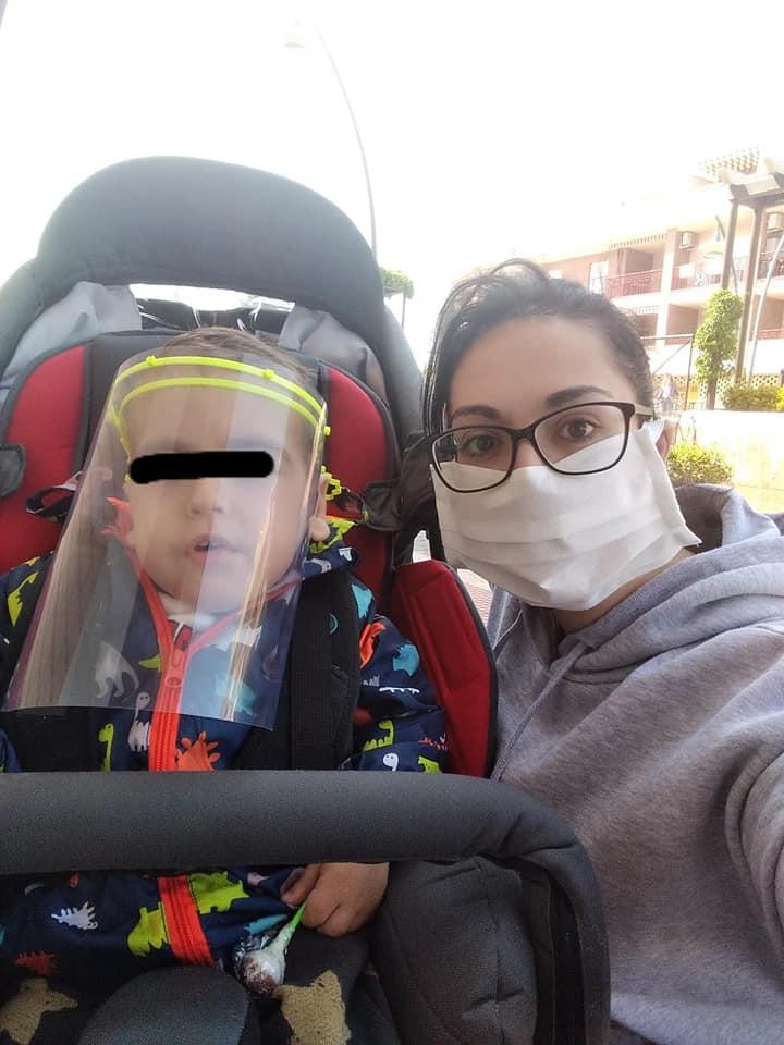 El pequeño Hugo y su madre, Silvia Ruiz-Flores, de Valdepeñas / Lanza